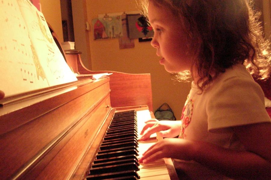 Klasične skladbice za klavir, ki jih bo vaš otrok oboževal